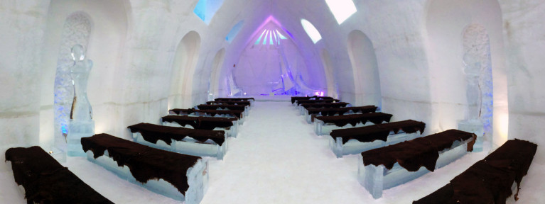 Wedding Chapel in Hôtel de Glace :: A Night of Ice in Québec City :: I've Been Bit! A Travel Blog