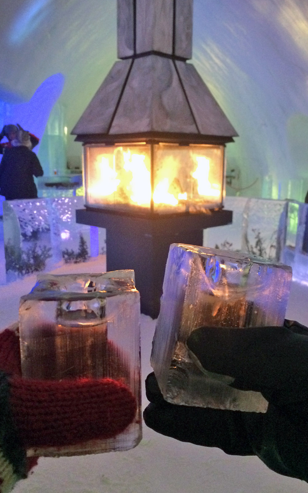 Cheers at the Hôtel de Glace :: A Night of Ice in Québec City :: I've Been Bit! A Travel Blog