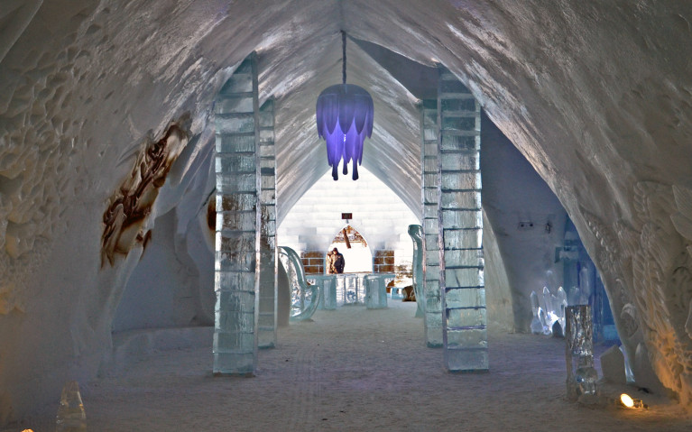 Great Hall of Hôtel de Glace :: A Night of Ice in Québec City :: I've Been Bit! A Travel Blog