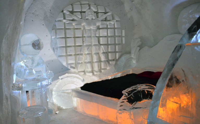 Space Bedroom - Hôtel de Glace :: A Night of Ice in Québec City :: I've Been Bit! A Travel Blog