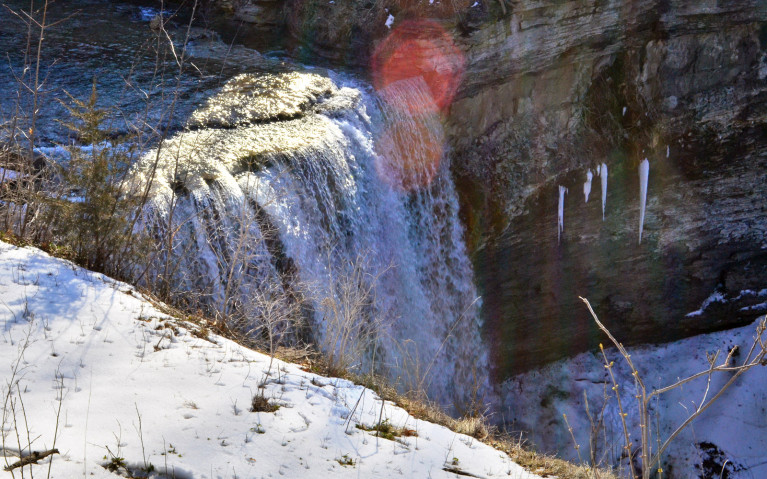 Zoom View of the Crest of Upper DeCew Falls :: I've Been Bit! A Travel Blog