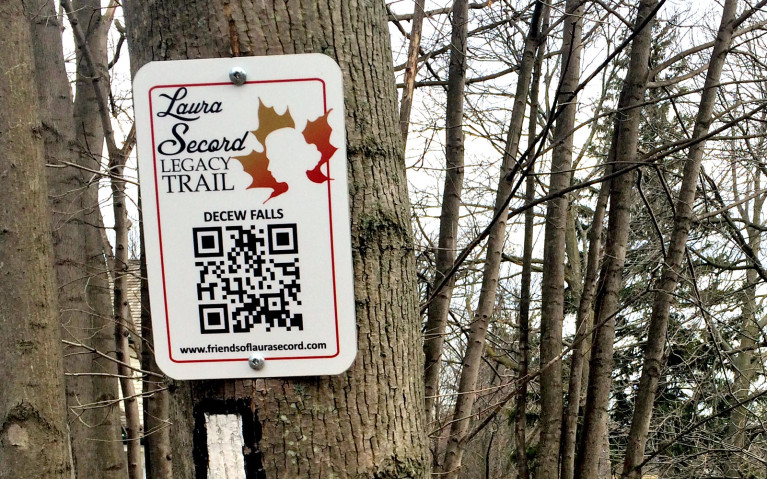 Image of Sign Marking the Laura Secord Legacy Trail :: I've Been Bit! Travel Blog