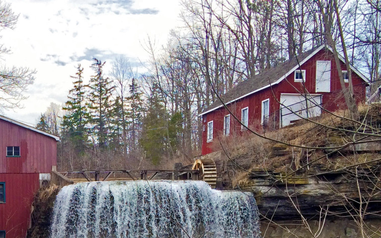 Crest of Upper DeCew Falls and the Morningstar Mill :: I've Been Bit! A Travel Blog