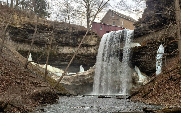 View of Upper Decew Falls From the Base :: I've Been Bit! A Travel Blog