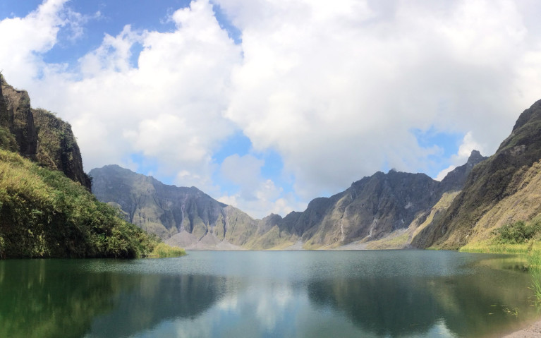 Edge of Crater - Mt Pinatubo Tour :: I've Been Bit! A Travel Blog