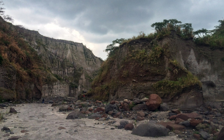 Rain Moving In - Mt Pinatubo Tour :: I've Been Bit! A Travel Blog