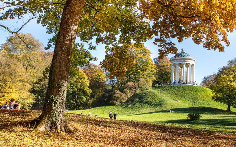 Munich's Englischer Garten in Autumn :: I've Been Bit! A Travel Blog