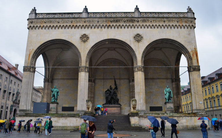 Feldherrnhalle in Odeonsplatz, Munich Germany :: I've Been Bit! A Travel Blog