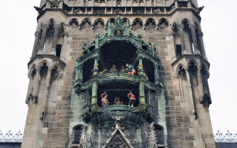 The Rathaus Glockenspiel in Marienplatz :: I've Been Bit! A Travel Blog