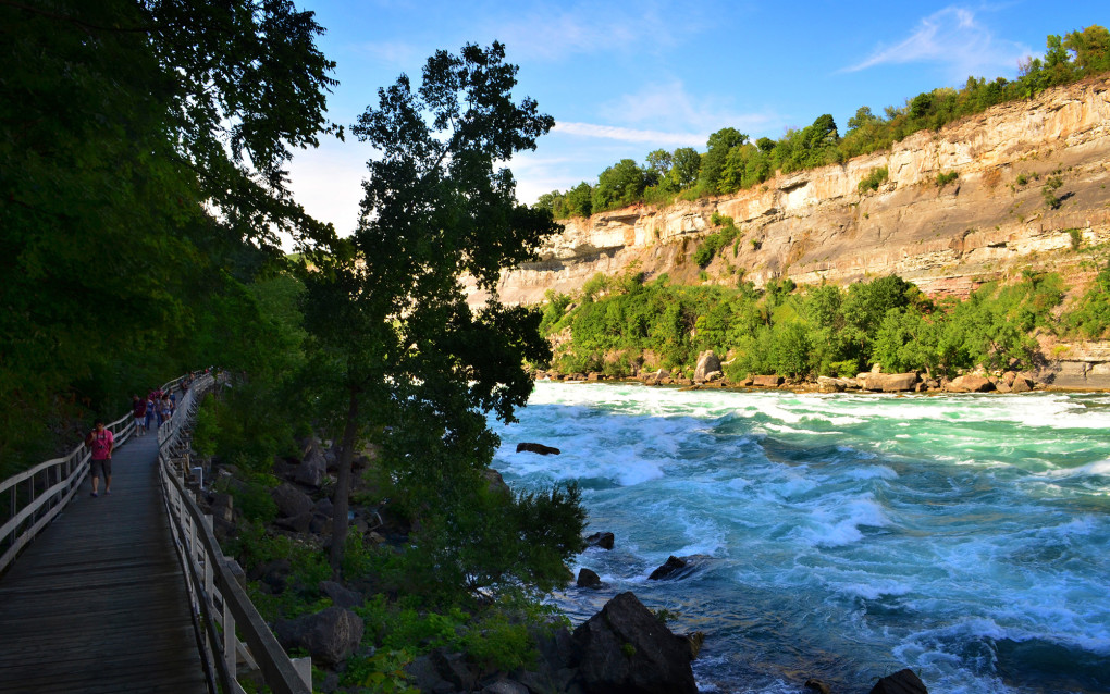 Walking Along Niagara Parks' White Water Walk :: I've Been Bit! A Travel Blog