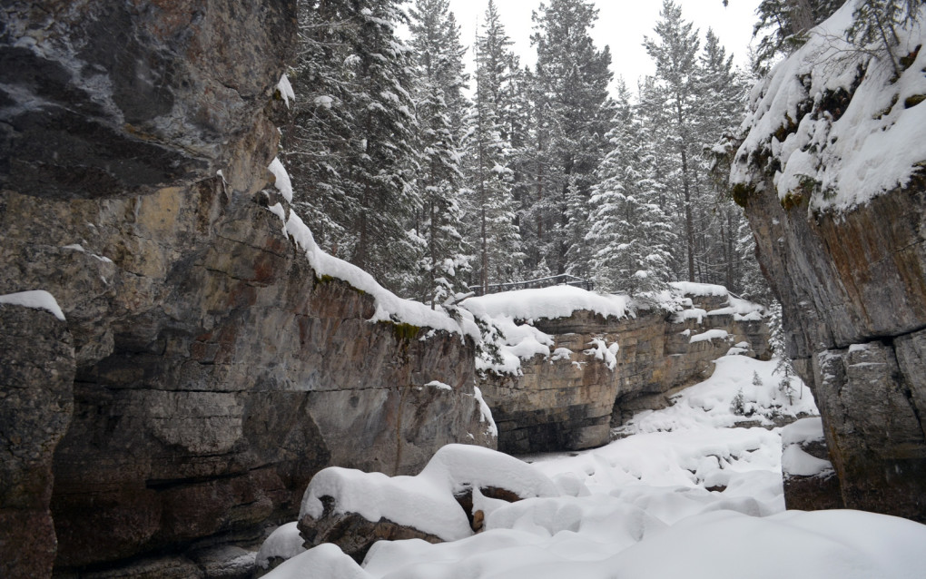 Seeing Maligne Canyon frozen with snow on the canyon floor is definitely a Canada bucket list item in my opinion! :: I've Been Bit! Travel Blog