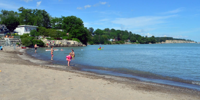 Kids playing in the water at Little Beach near Port Stanley London Ontario :: I've Been Bit! Travel Blog