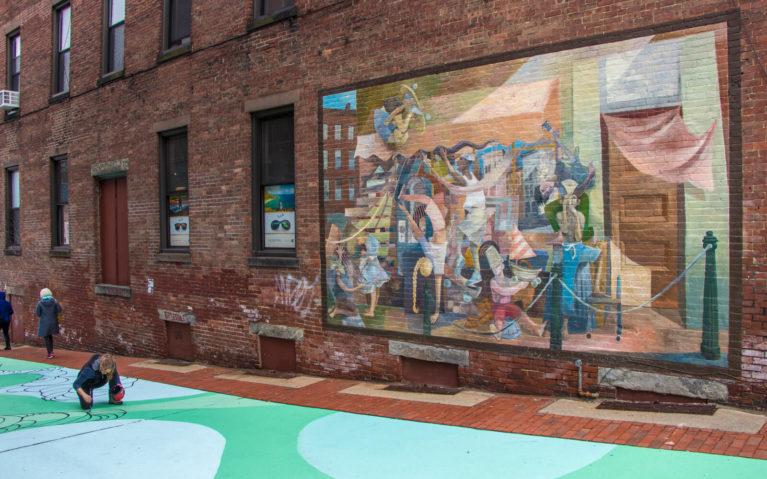 Female Street Artist at Work in Downtown Northampton, Massachusetts :: I've Been Bit! Travel Blog