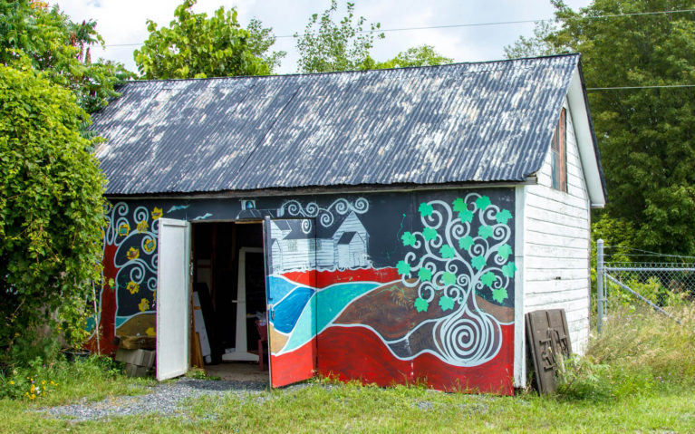 Shed with Tree Mural at McDonalds Corners Farmers Market in Lanark County :: I've Been Bit! Travel Blog