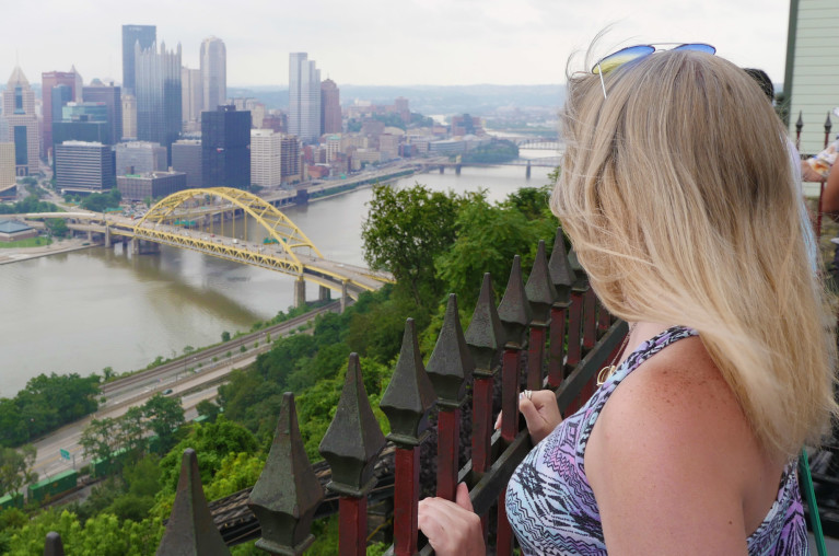 Lindsay Overlooking Pittsburgh from the Duquesne Incline :: I've Been Bit! Travel Blog