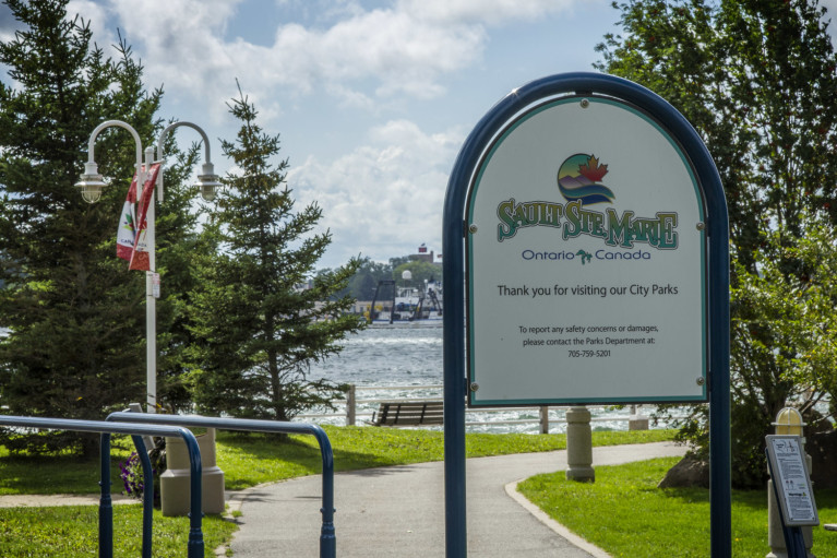 Sault Ste Marie Sign in Front of the St Mary's River :: I've Been Bit! Travel Blog