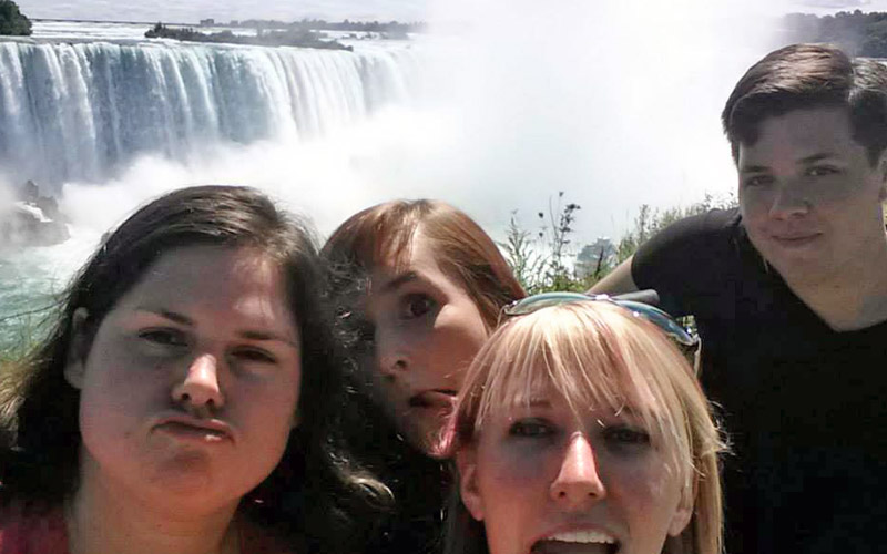 Less-Attractive Selfie in Front of Niagara Falls :: I've Been Bit! A Travel Blog