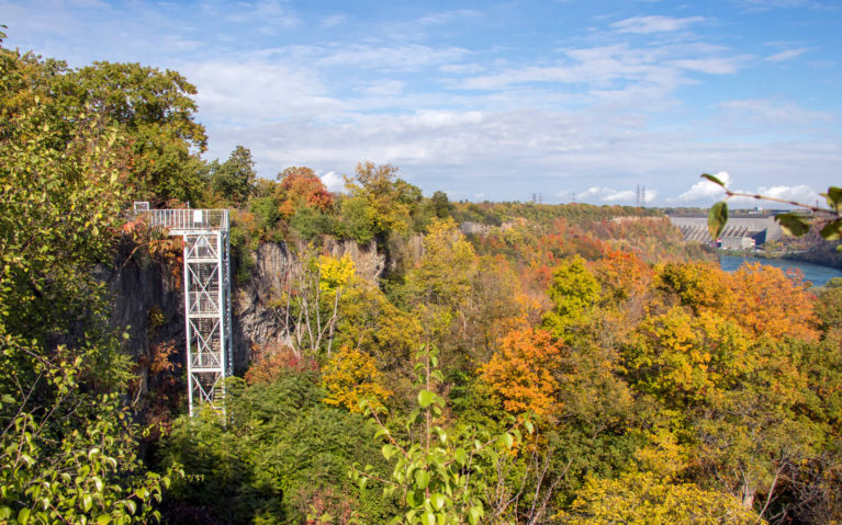 Descend the Stairs into the Niagara Gorge :: I've Been Bit! A Travel Blog