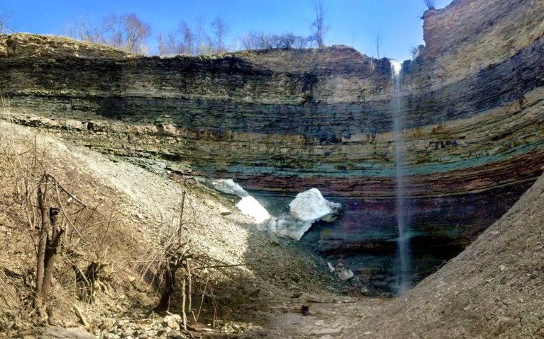 Devil's Punch Bowl, Hamilton, Stoney Creek in April :: I've Been Bit! A Travel Blog