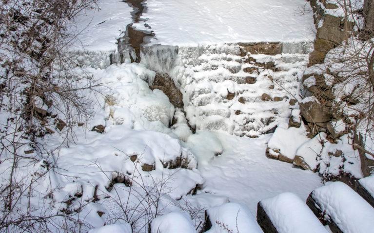 Lower Sydenham Falls, Hamilton in Winter :: I've Been Bit! A Travel Blog