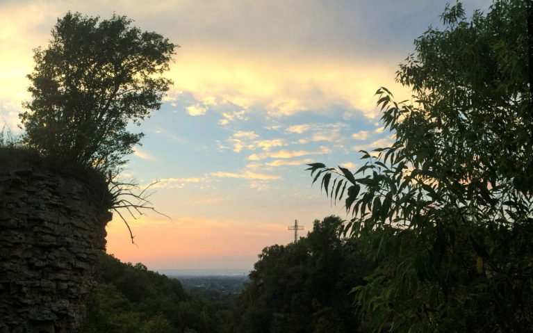 Sunset From Devil's Punch Bowl, Hamilton :: I've Been Bit! A Travel Blog