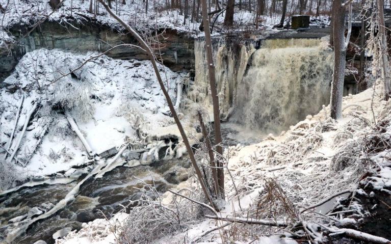 Smokey Hollow Falls, Hamilton in Winter :: I've Been Bit! A Travel Blog
