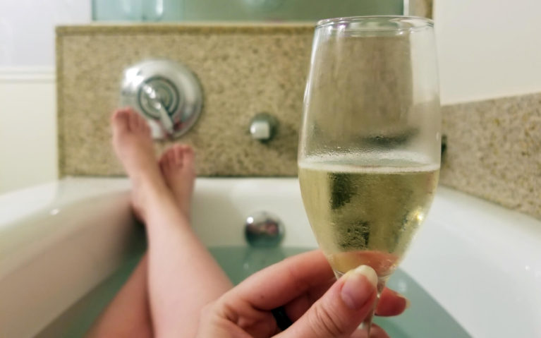 Bath Time with a Glass of Bubbly :: I've Been Bit! Travel Blog