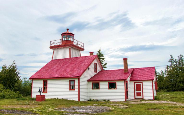 Mississagi Lighthouse in Meldrum Bay, Manitoulin Island :: I've Been Bit! Travel Blog