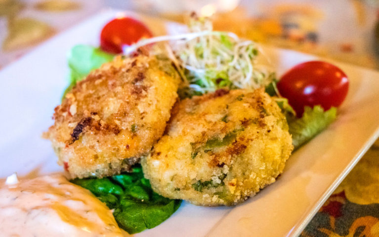 Crab Cakes at The School House Restaurant in Providence Bay Manitoulin Island :: I've Been Bit! Travel Blog