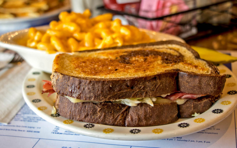 Rueben Sandwich with Mac and Cheese at Brown's Country Kitchen :: I've Been Bit! Travel Blog