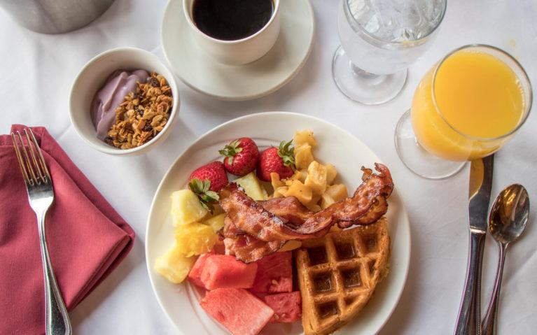 Breakfast Buffet at Slopeside Restaurant inside Seven Springs Mountain Resort :: I've Been Bit! Travel Blog