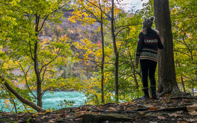 Lindsay Hiking the Niagara Glen in Ontario in the Fall :: I've Been Bit! Travel Blog