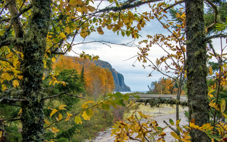 Fall Foliage At Old Woman Bay in Lake Superior Provincial Park :: I've Been Bit! Travel Blog