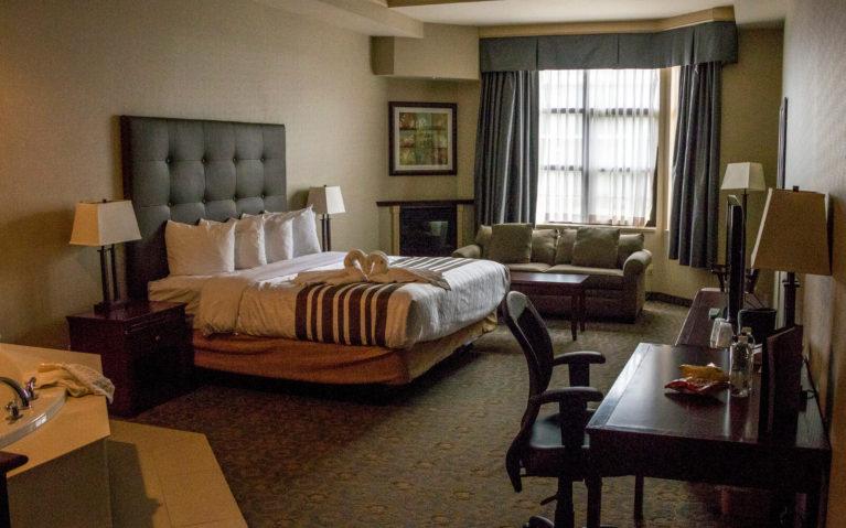Whirlpool King Suite at the Best Western Hotel Brantford :: I've Been Bit! Travel Blog