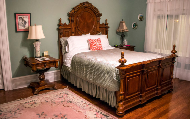 View of the Rosspoint Room in Trinkle Mansion Bed and Breakfast :: I've Been Bit! Travel Blog