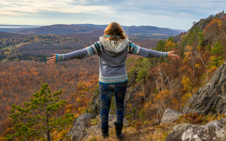 Lindsay with her Arms Spread At the Top of the Robertson Cliffs Trail :: I've Been Bit! Travel Blog