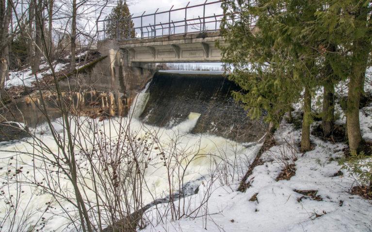 Grey County's Holstein Dam :: I've Been Bit! Travel Blog