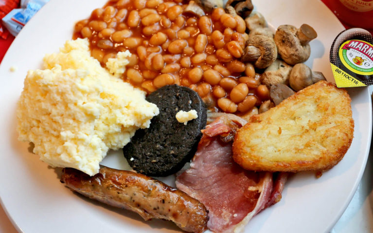 English Breakfast: Eggs, Sausage, Bacon, Beans, Potatoes, Mushrooms and Blood Pudding :: I've Been Bit! Travel Blog