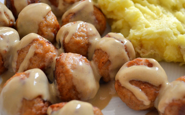 Swedish Meatballs with Gravy and Mashed Potatoes :: I've Been Bit! Travel Blog