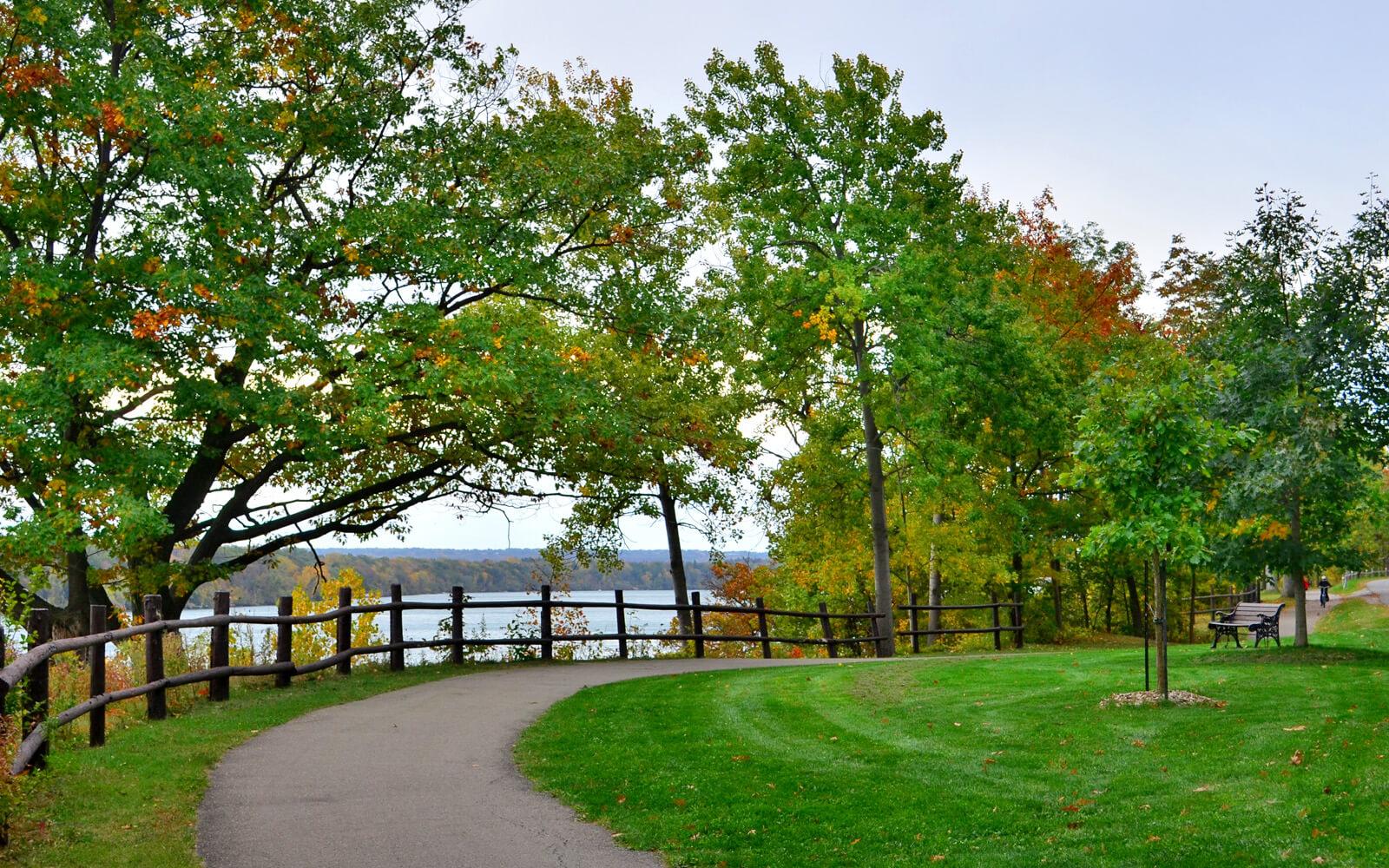 Views Along the Niagara Parkway in Niagara-on-the-Lake :: I've Been Bit! Travel Blog