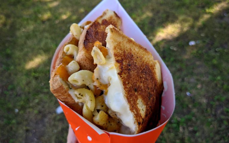 Fo Cheezy's Fo Mac Sandwich: Grilled Cheese Stuffed with Mac and Cheese :: I've Been Bit! Travel Blog