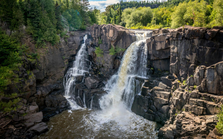 The Majestic High Falls in Pigeon River Provincial Park :: I've Been Bit! Travel Blog