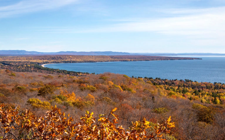 Views from the Lookout in Pancake Bay Provincial Park in the Fall :: I've Been Bit! Travel Blog