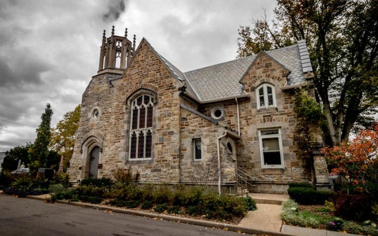 Gatehouse at the Hamilton Cemetery :: I've Been Bit! Travel Blog