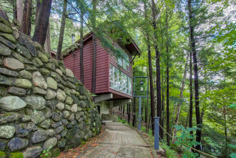 Treehouse in Acton From the Path Leading To It - Image From Airbnb :: I've Been Bit! Travel Blog
