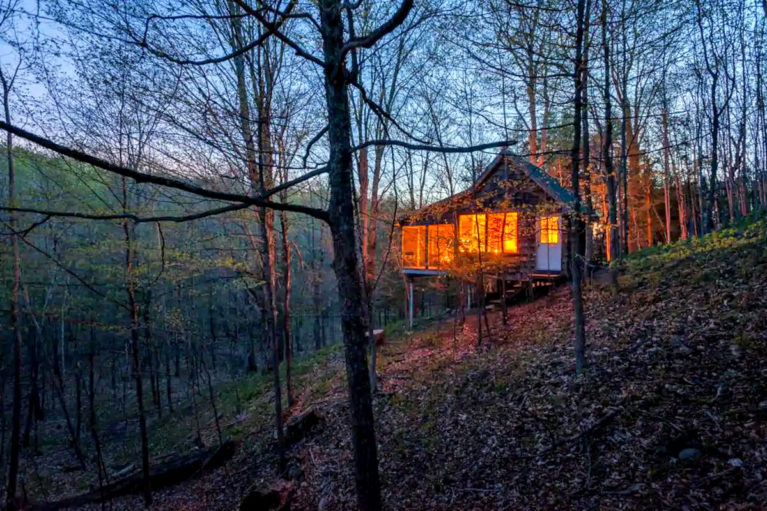 Blackstock Treehouse Airbnb Near Toronto - Image from Airbnb :: I've Been Bit! Travel Blog