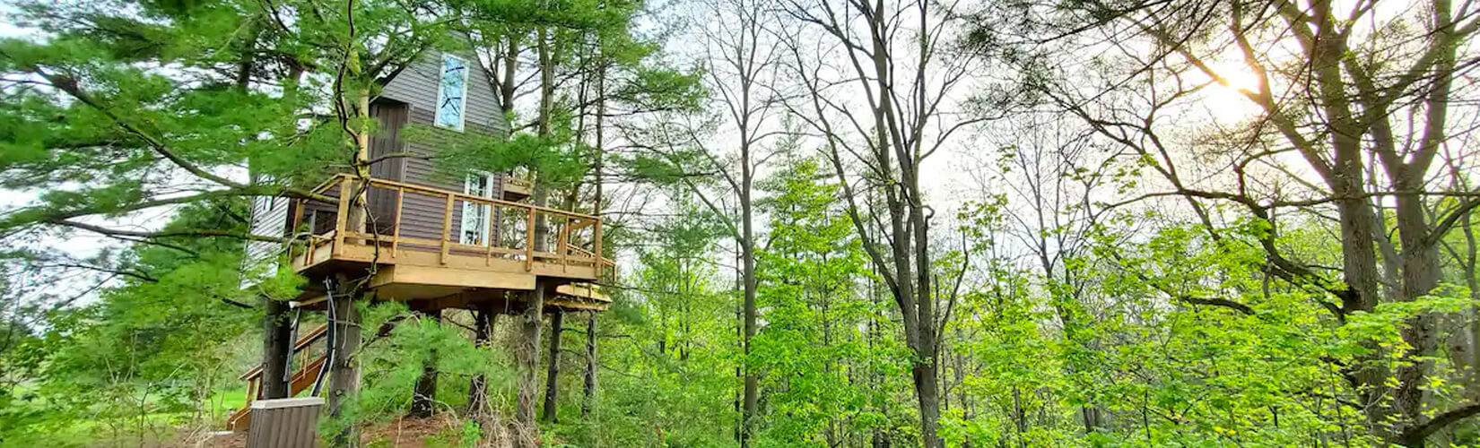8 Treehouse Airbnbs in Ontario For an Unbe-leaf-able Getaway :: I've Been Bit! Travel Blog