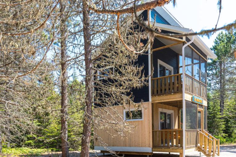 """Enjoy unusual accommodations in a """"Birdhouse"""" Cottage at Parc Nature de Pointe-aux-Outardes - Photo Credit: Mathieu Dupuis/Le Québec maritime"""