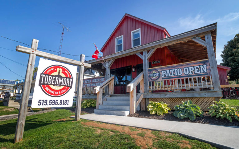 Exterior of the Tobermory Brewing Company :: I've Been Bit! Travel Blog