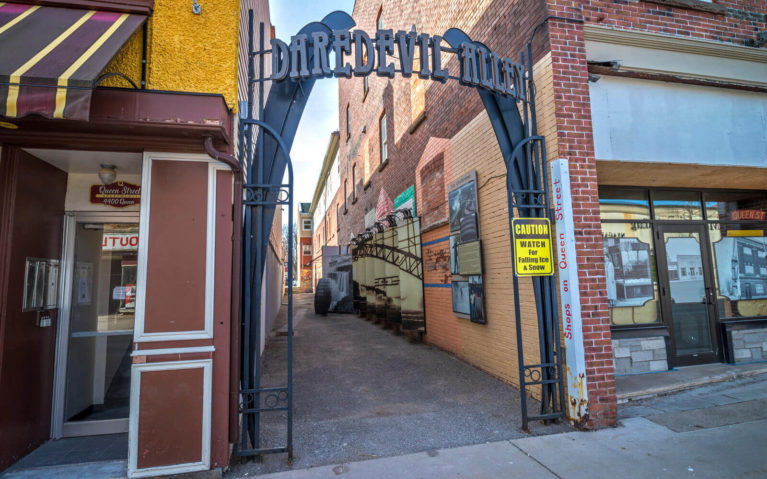 Daredevil Alley in Downtown Niagara Falls :: I've Been Bit! Travel Blog